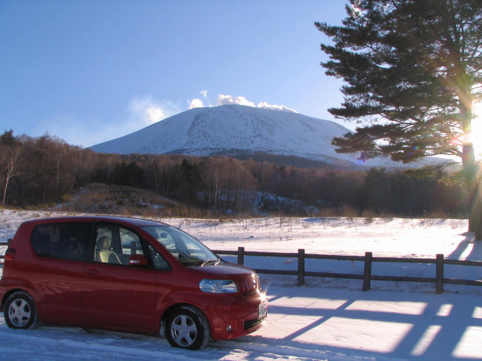 駐車場に積もった新雪で遊んだ結果