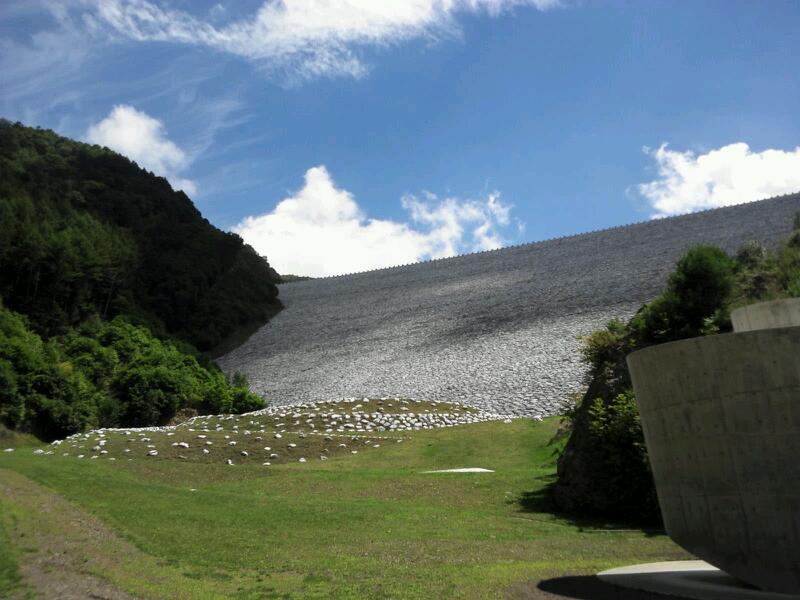 今週は南相木ダムを見に来た